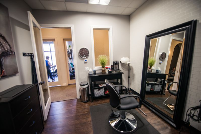 Luxury Nice and Cozy Salon Private - Phenix Salon Suits